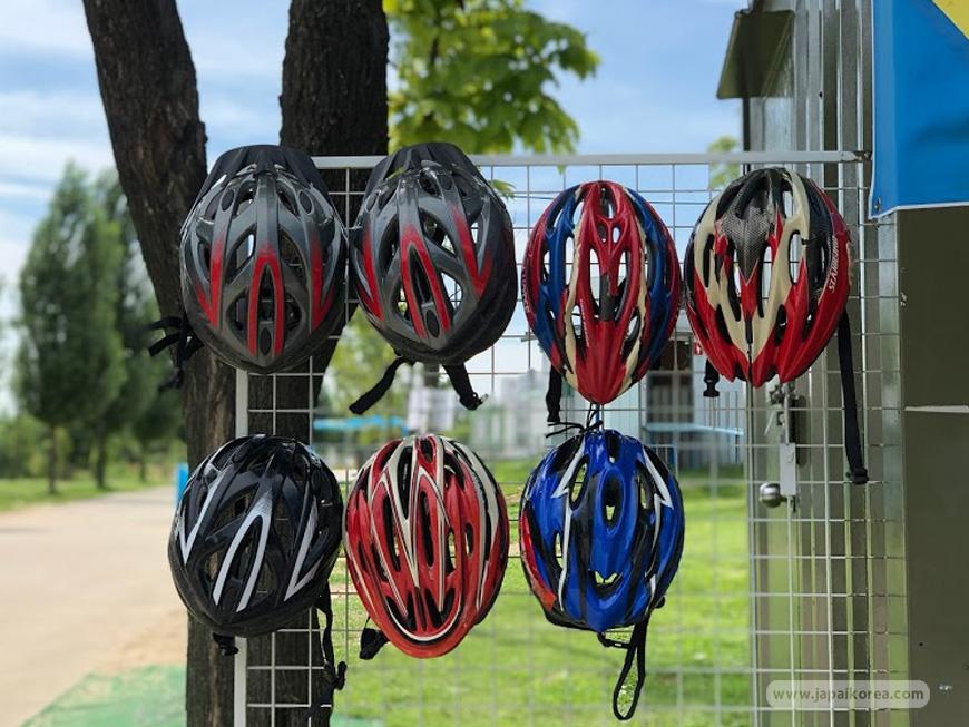 หมวก สำหรับใส่ปั่นจักรยานริมแม่น้ำ ในโซล