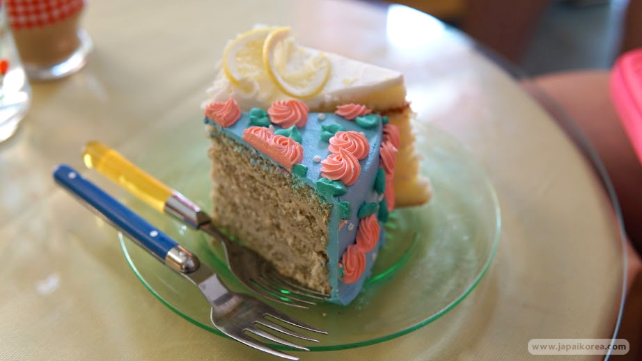 คาเฟ่ เค้ก ย่านยอนนัมดง Dinga Cake House