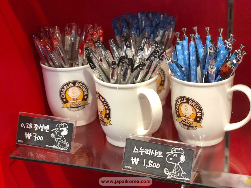Snoopy goods pen and pencils