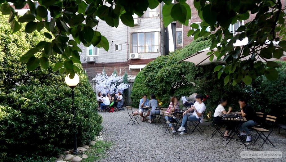 สวนในร้าน Urban Source